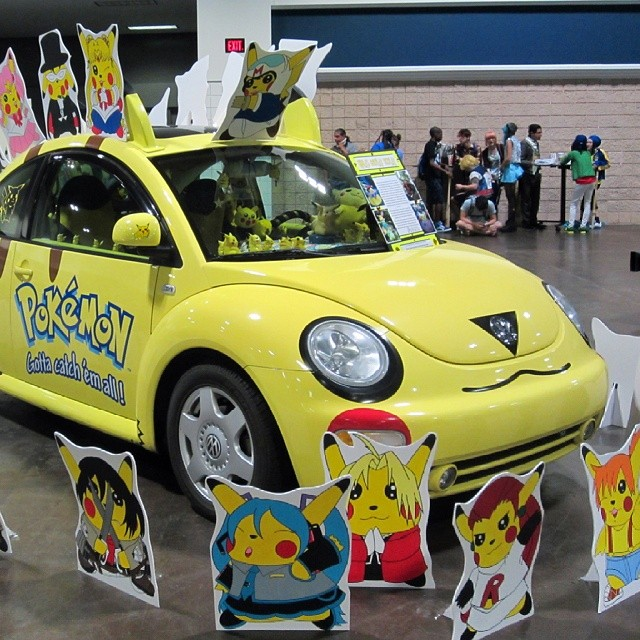 For my pals outside Florida, taken at Tampa's Metrocon on July 13. (I'll post more to the blog, etc., later this week.) #pikachu #anime #pokemon